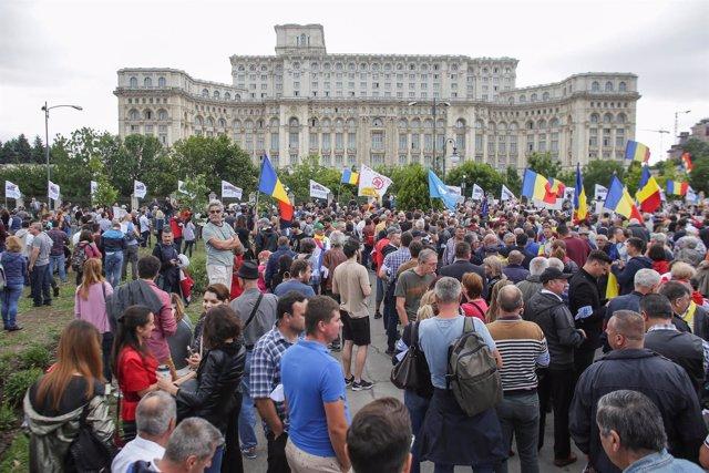 Manifestación contra el Gobierno de Rumanía frente al Parlamento