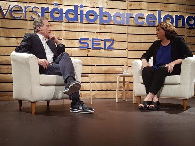 El Periodista Iñaki Gabilondo Y La Alcaldesa De Barcelona, Ada Colau