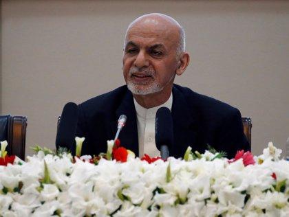 """Presidente de Afganistán vuelve a pedir conversaciones de paz a los talibán y dice que aceptará sus demandas """"lógicas"""""""