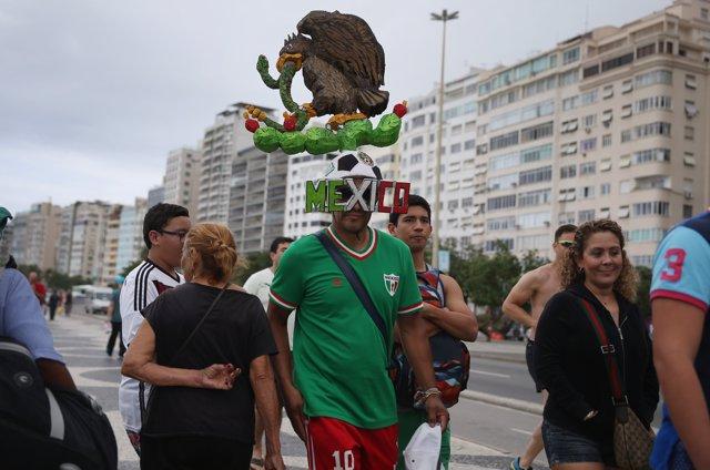 Hinchas mexicanos en Río de Janeiro para el Mundial