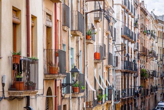 Los hogares españoles destinan el 27% de su presupuesto a costear su vivienda, según pisos.com