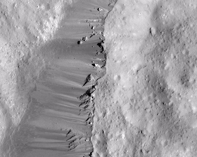 Deslizamientos en el cráter Occator