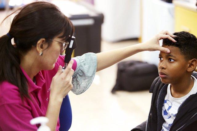 El 50% de los escolares necesitan gafas y sus padres no lo saben