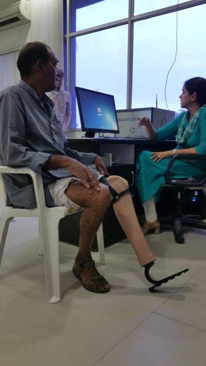Desarrollan un pie protésico de bajo coste que se adapta al peso y tamaño del paciente