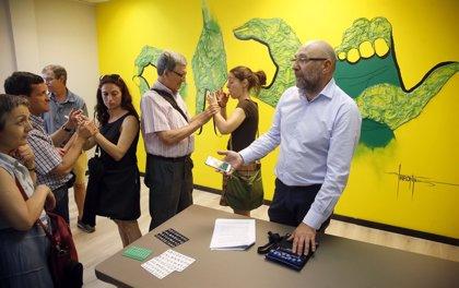 Exponen los utensilios históricos utilizados por las personas sordociegas para comunicarse