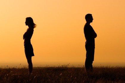 Las parejas que se mantienen unidas en momentos difíciles se sienten mejor y más satisfechas con su relación