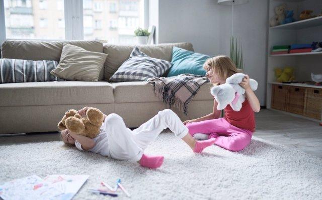 Qué hacer cuando los amigos de tus hijos se comportan mal en casa