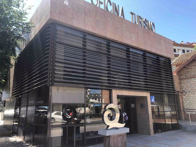 La oficina municipal de turismo de fuengirola renueva por for Oficina turismo malaga