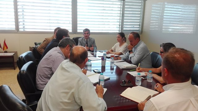 Imagen de la reunión del consejero con los colegios profesionales