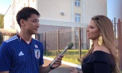 Así reaccionó un periodista japonés cuando la colombiana Melissa Martínez lo besó en directo