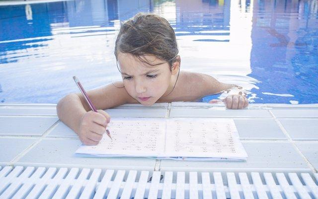 El debate #StopDeberes: ¿los niños deben hacer deberes en verano?