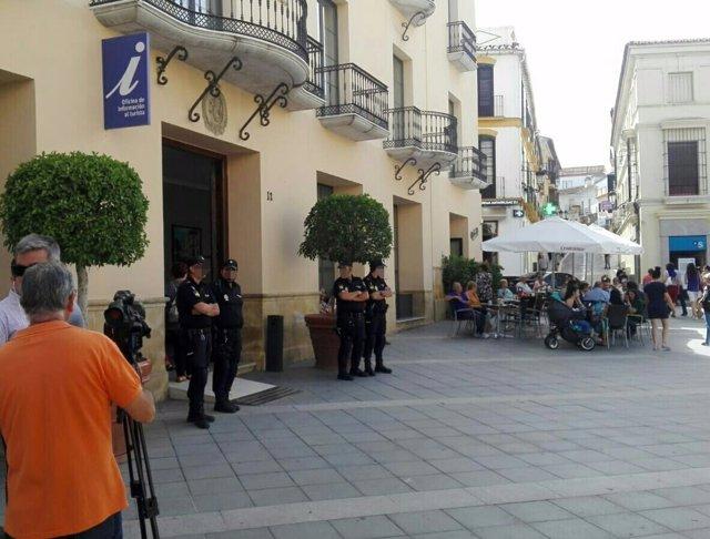 Registro policial en el Ayuntamiento de Vélez-Málaga