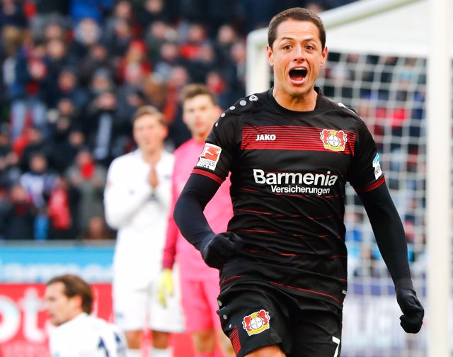 Chicharito Hernández celebra un gol con el Bayer Leverkusen