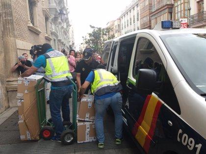 UDEF registra varios ayuntamientos en CyL y detiene a dos cargos públicos en la operación 'Enredadera'