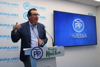 """PP lamenta que maquinaria y turistas """"convivan aún en las playas"""" de Huelva por la """"dejadez"""" del PSOE"""
