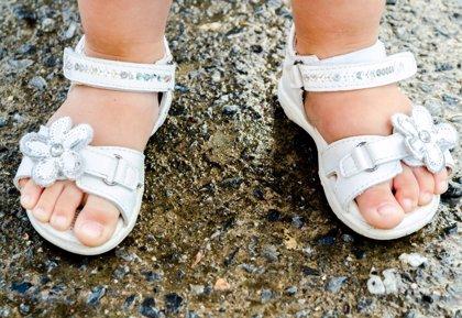 El cambio de coloración en las uñas o en la piel de los pies, signos que pueden alertar de una infección