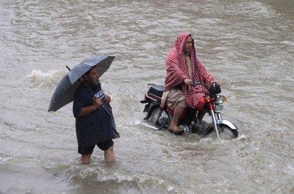 Mueren seis personas a causa de las lluvias torrenciales en Lahore (Pakistán)