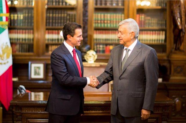 Peña Nieto y López Obrador se reunen en el Palacio Nacional