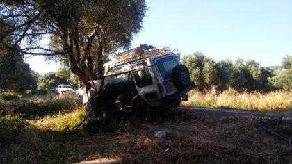 Rescatado el conductor de un todoterreno tras chocar contra un árbol en Alcalá de los Gazules (Cádiz)