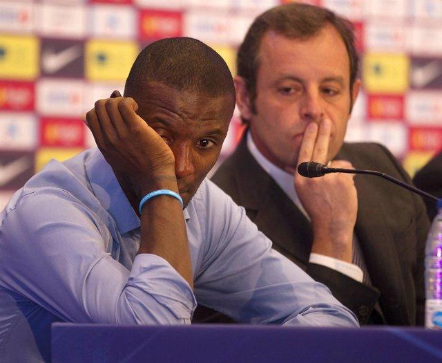 Eric Abidal y Sandro Rosell el día en que el francés anunció su marcha