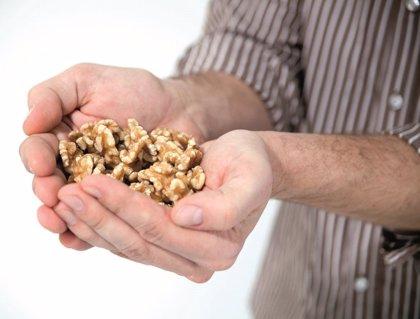 Comer nueces puede mejorar la calidad del esperma