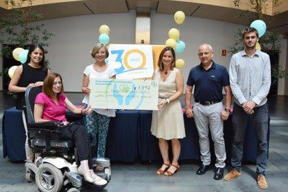Los empleados de Bayer recaudan 1.500 euros en el mercadillo solidario 'Mójate por la Esclerosis Múltiple'