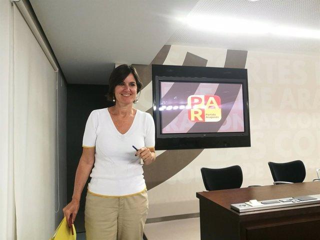 La diputada del PAR, Elena Allué, hoy en la sala de prensa de las Cortes