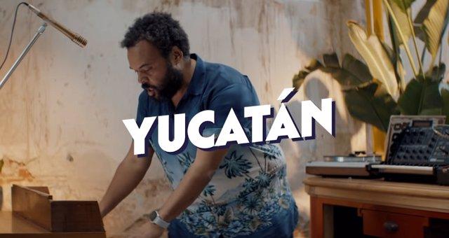 Carlos Jean en el videoclip de Yucatán