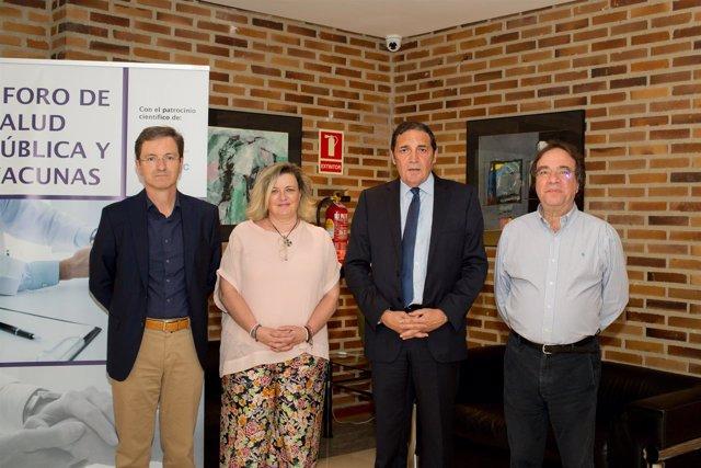 (De Izquierda A Derecha): José Miguel Cisneros, Presidente De La Sociedad Españ