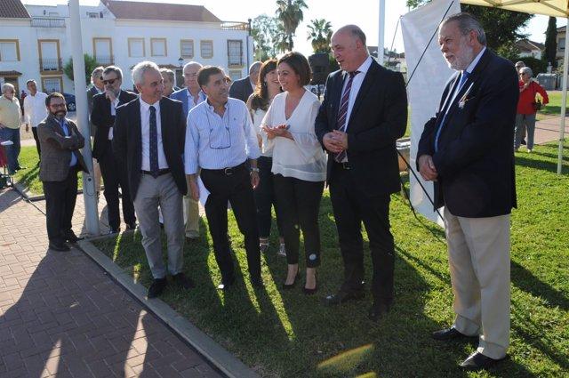 Ruiz (segundo por la dcha.) y Ambrosio visitan Encinarejo