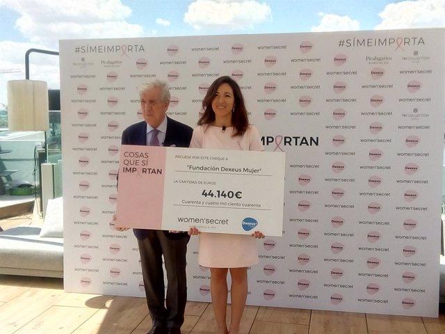 Entrega de cheque de Women'secret a la Fundación Dexeus mujer para investigación