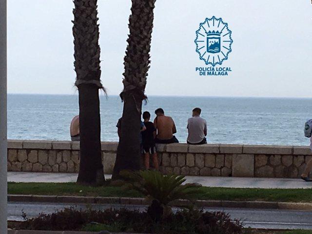 Sorprendidos incitando a niños para hurtar en la playa