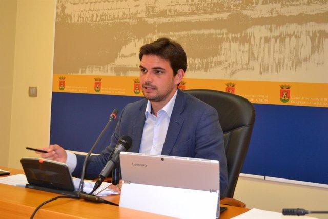 Serrano en rueda de prensa