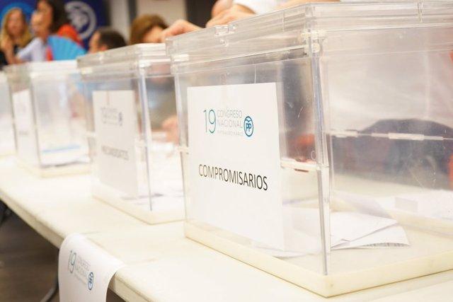 Una de las urnas habilitadas en las sedes de la Comunitat