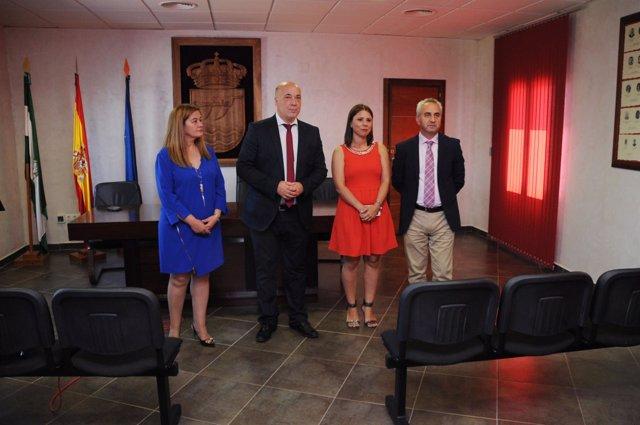 Antonio Ruiz (centro), durante su visita a Algallarín