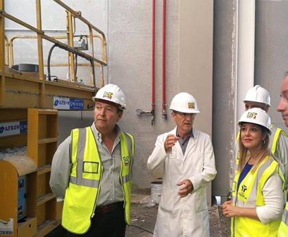La alcaldesa de Alcalá de Guadaíra (Sevilla) visita las obras de las nuevas instalaciones de 'De Ruy Perfumes'