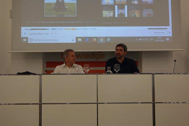 Daniel Ruiz, a la derecha, en los cursos de la UNIA