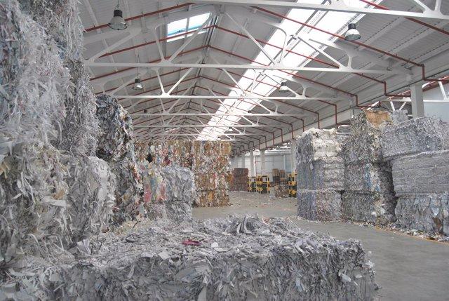 Papel reciclado en la fábrica de Valladolid de Europac