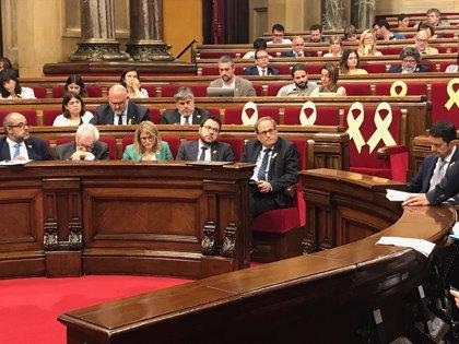 """El Parlamento catalán encarga a Torra crear un """"espacio de diálogo"""" con todos los partidos y con el Gobierno de Sánchez"""