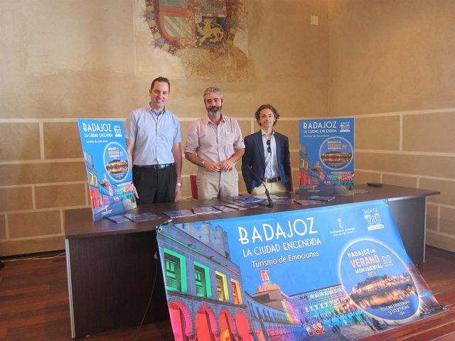 Gutiérrez, Fuentes y Álvarez Buiza presentan el programa de verano en Badajoz