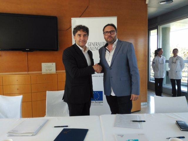 Firma del convenio entre Turisme y Conhostur
