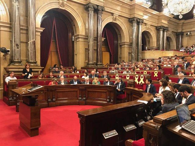El presidente catalán Quim Torra en el pleno del Parlament junto a consellers