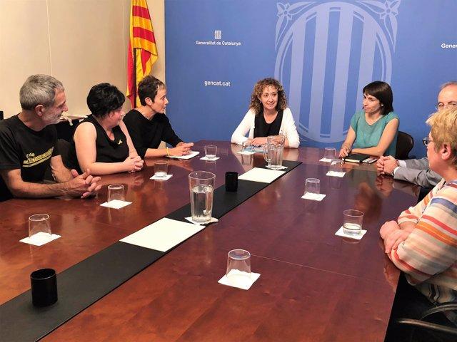 Consellera Ester Capella con familiares de los condenados de Alsasua