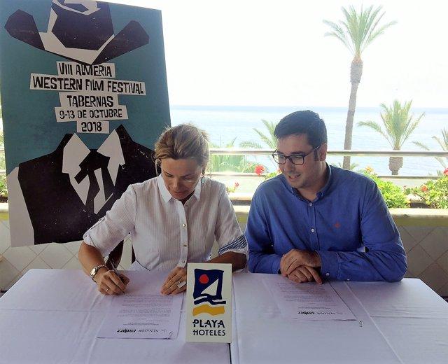 Playa Senator y AWFF firman un convenio de colaboración