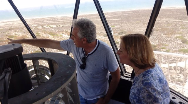 La presidenta de la APA visita el faro Sabinal