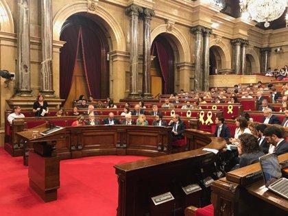 """El Parlament reafirma los """"objetivos políticos"""" de la resolución independentista del 9N suspendida por el TC"""