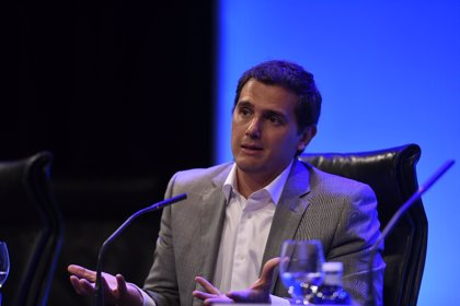 Rivera insta a Sánchez a recurrir al TC la moción del Parlament sobre la resolución independentista del 9N