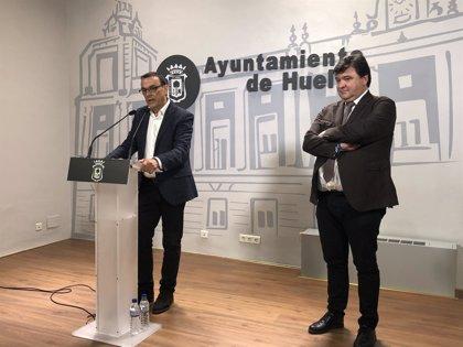 El presidente de la Diputación y el alcalde de Huelva abordan con Ábalos la planificación del AVE