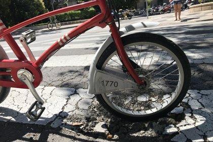 El PP alerta del mal estado del asfalto del paseo de la Mina y el de Constitución