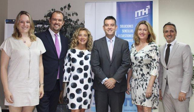 Directivos de Travelclick y del ITH presentando el acuerdo entre ambas entidades